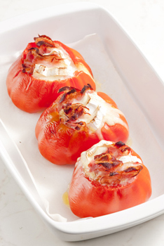 Baked tomatoes with goat cheese and pancetta
