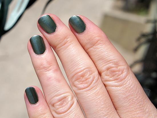 estee-lauder-metallic-green