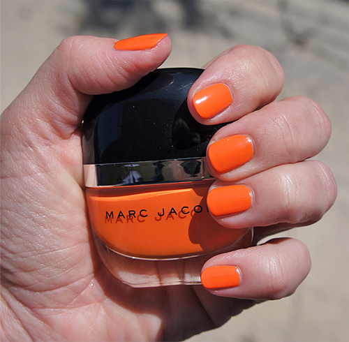 marc-jacobs-snap-114-enamored-hi-shine-nail-lacquer